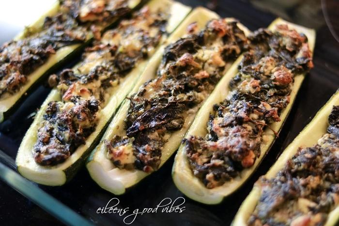 Zucchini mit Schafskäse-Blattspinatfüllung
