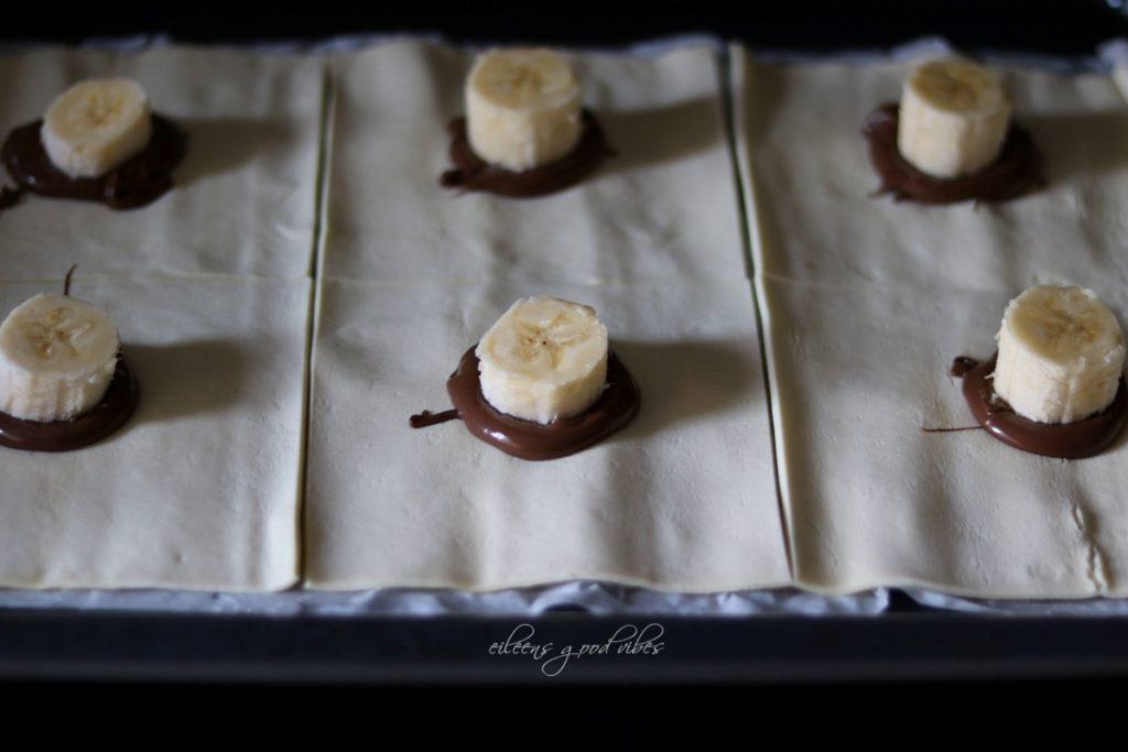 Zubereitung_Blätterteigtaschen gefüllt mit Banane-Banane, eileens good vibes
