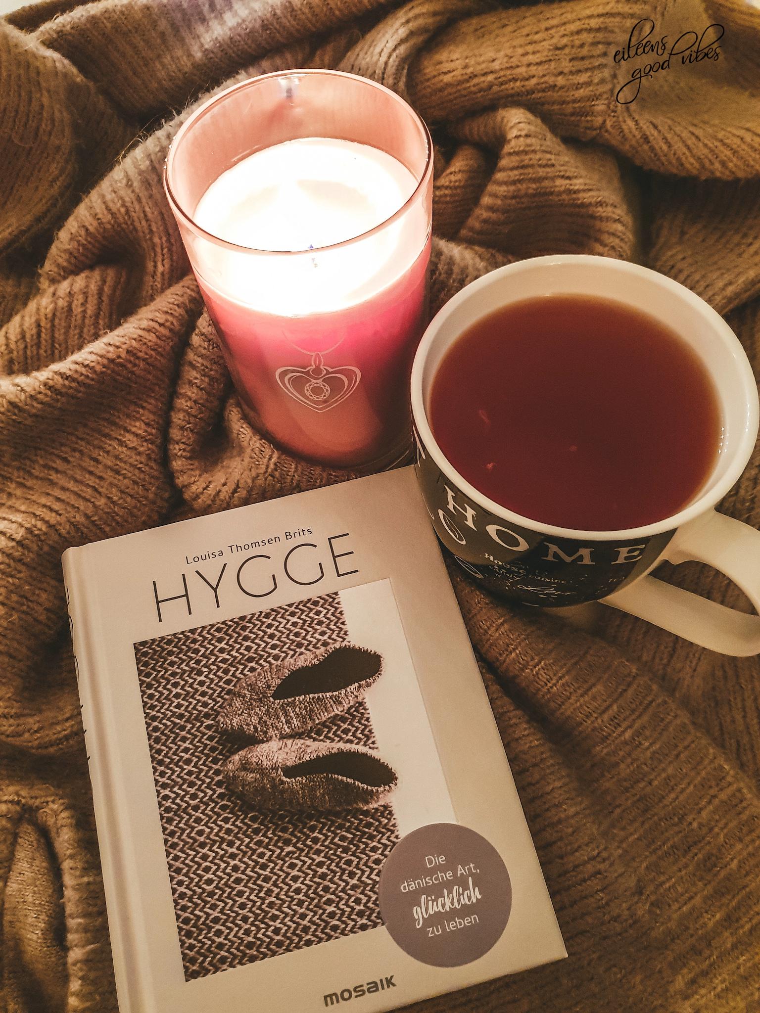 Hygge, Entspannung bei einer Tasse Tee und einem Buch, eileens good vibes