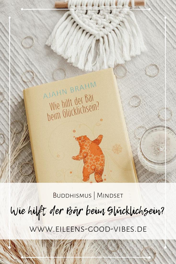 Achtsames Leben Pinterestbild mit Buchabbildung Wie hilft der Bär beim Glücklichsein mit Dekoartikeln