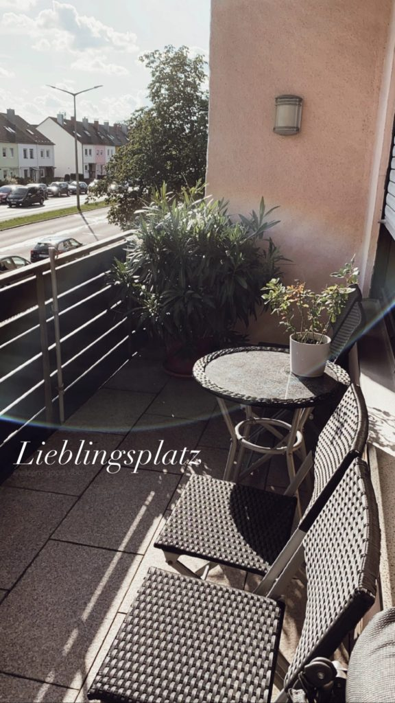 Mein Lieblingsplatz am Balkon inkl. zwei Balkonpflanzen