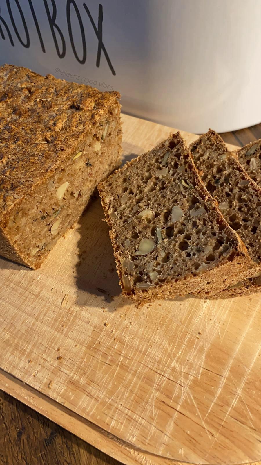 Monatsrückblick September Selbstgebackenes Körnerbrot in der Brotbox